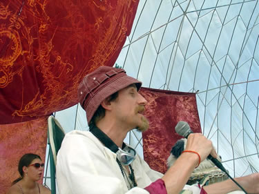 Erik Davis speaking at the MAPS/Palenque Norte lectures at Burning Man 2005